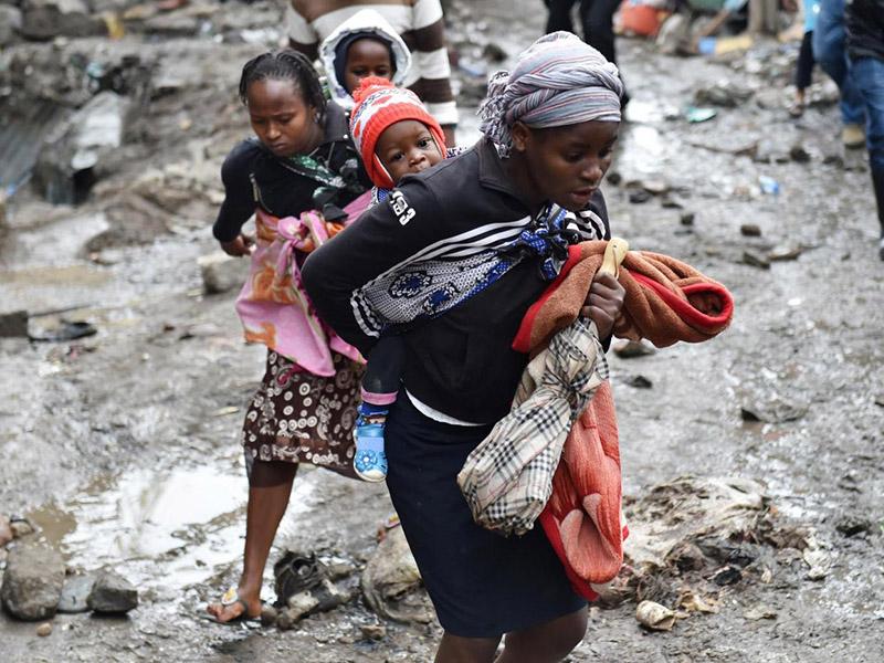 14 SL 1 Kenya crolla un palazzo di 6 piani dopo forte alluvione a Nairobi 1