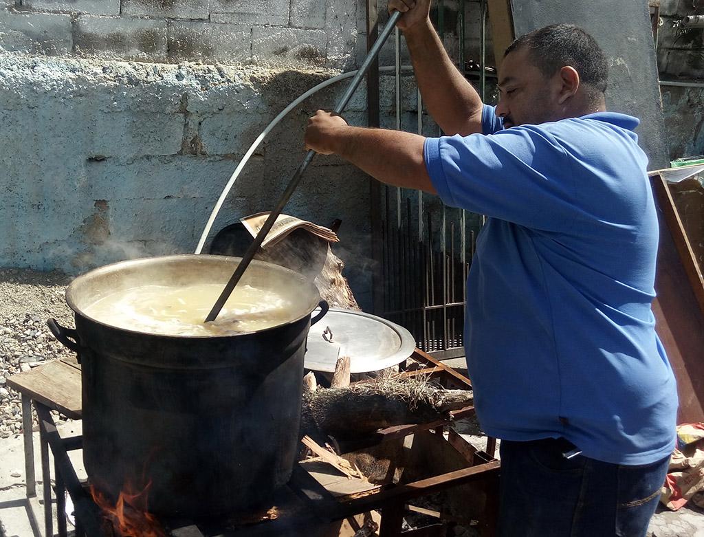 15 INMD 1 Sopa en la Parroquia de Carapita Caracas