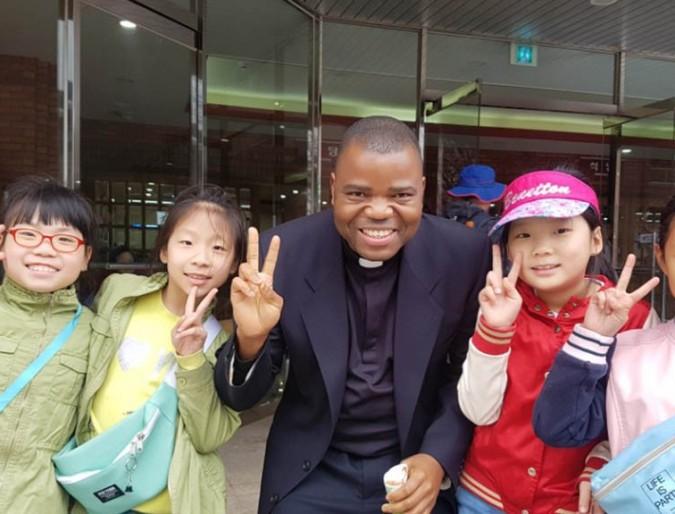 Pastoral work as assistant Parish Priest at Eunhaengdong Parish (EN-IT)