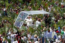 Papa a Mauritius: conversione ecologica integrale per salvare persone e ambiente