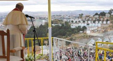 Viaggio Apostolico in Madagascar: Preghiera per i lavoratori