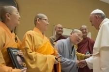 """""""Attenzione all'ideologia gender"""". Il messaggio vaticano per la festa buddhista di Vesakh"""